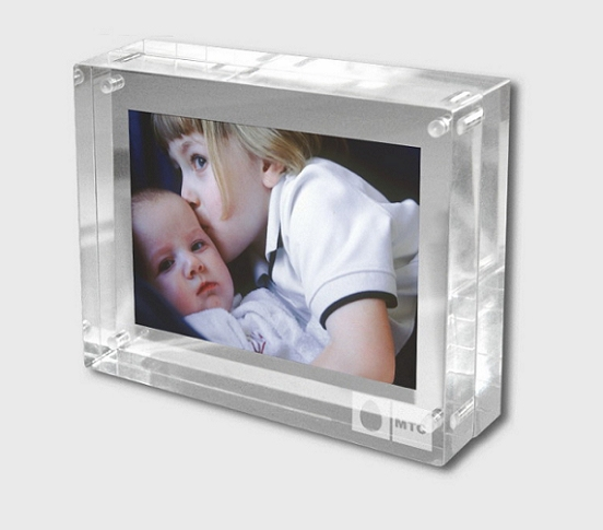 Customized Acrylic Photo Frame Manufacturer