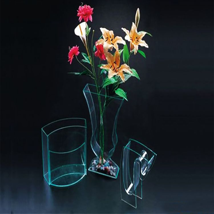 Acrylic flower vase in different shapes supplies